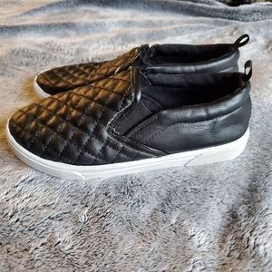 Black quilted sneakers flats girl white slip on 13